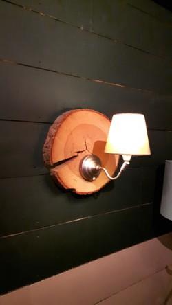 Wandlamp van een boomschijf